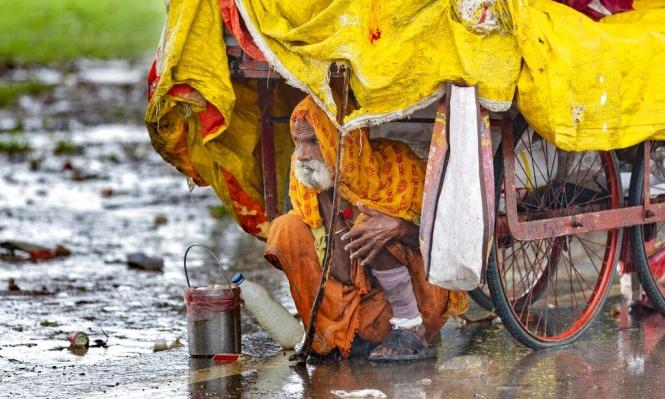 الأمطار الموسمية تواصل الهطول في الهند، حيث لقي 42 شخصا على الأقل مصارعهم خلال الـ24 ساعة الماضية