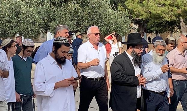 """مع بدء الأعياد اليهودية: أرئيل يقتحم الأقصى وغليك يدعو لبناء """"الهيكل"""""""