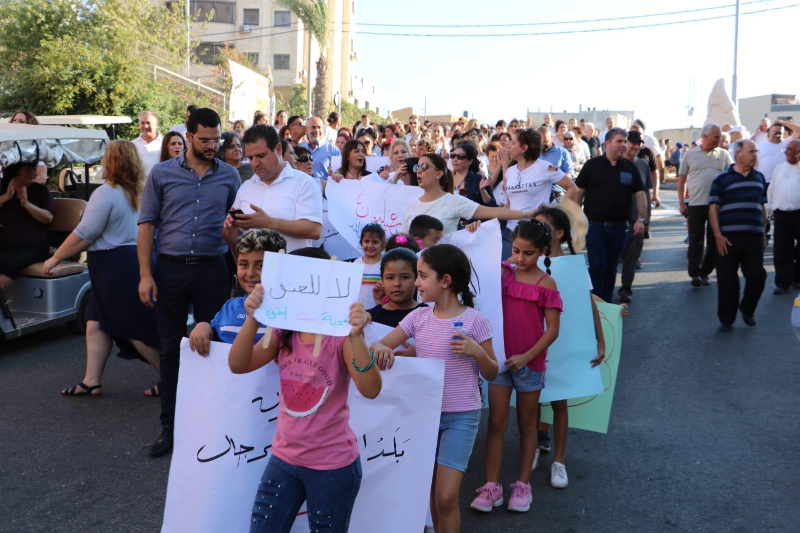 نساء عيلبون يتظاهرن رفضا للعنف