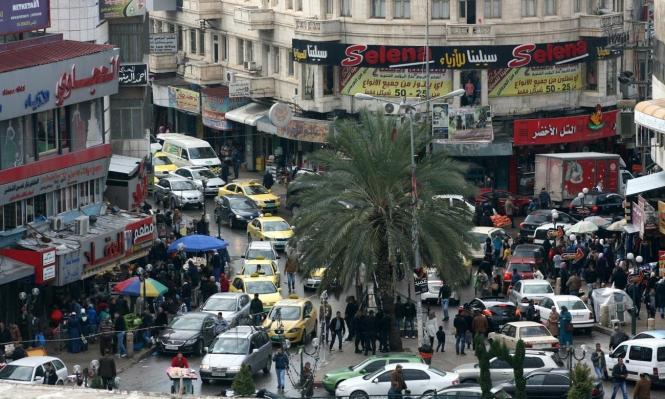 سائق يقتحم مطعما بسيارته في نابلس ويصيب 17 بجراح