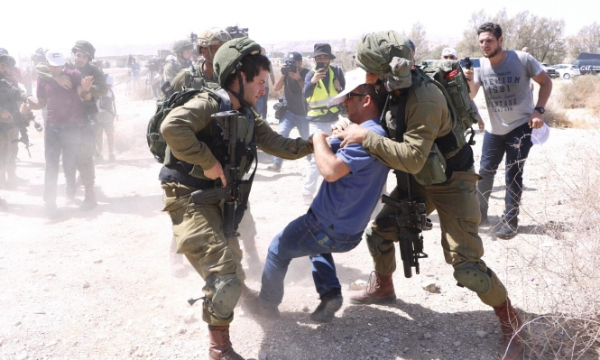 اعتقالات بالضفة والقدس وحالات اختناق قرب نابلس