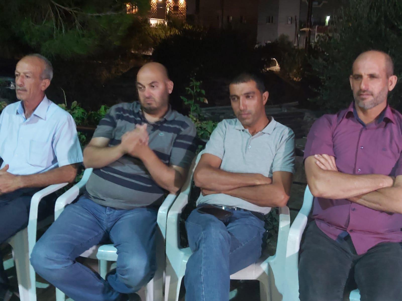 مجلس كفر كنا واللجنة الشعبية في زيارة لعائلة الشهيد محمد خمايسي