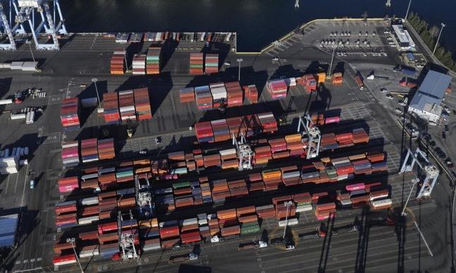 """""""التجارة العالمية"""" تخفض توقعاتها نتيجة الحرب التجارية"""