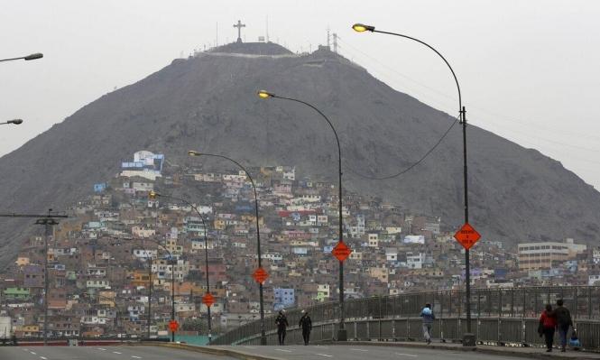البيرو: مصرع 17 راكبا في سقوط حافلة بواد سحيق
