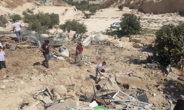 خلال 24 ساعة: الاحتلال يهدم 3 منازل ومنشآت ببيت أمر والقدس