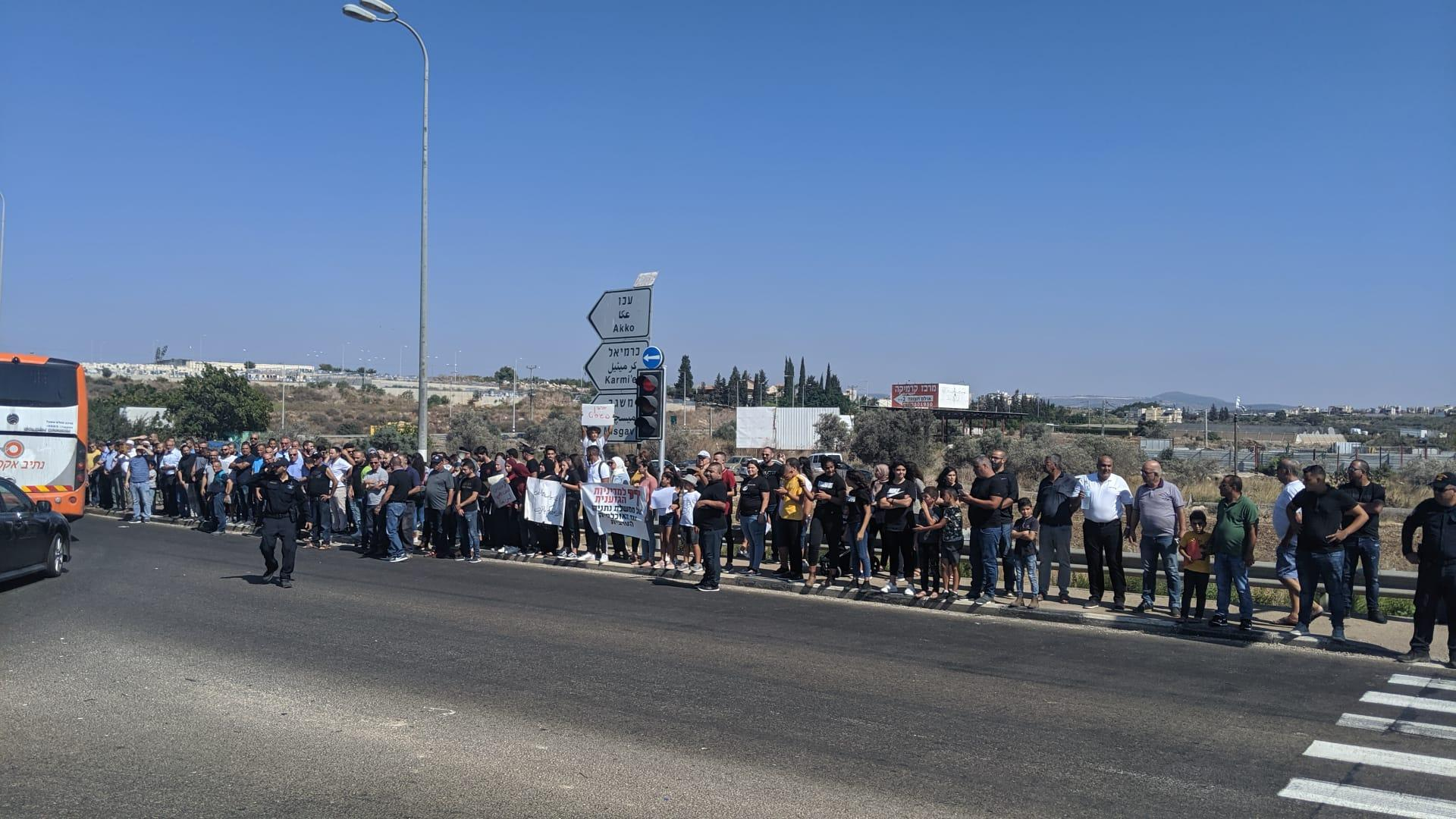 مظاهرات وإغلاق شوارع احتجاجا على الجريمة وتواطؤ الشرطة