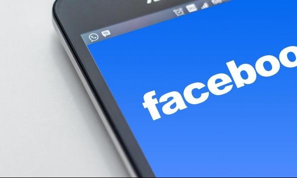 """""""فيسبوك"""" تحذف مئات الحسابات من مصر والإمارات"""