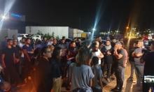 مجد الكروم: استدعاء شبان للتحقيق واحتجاج متواصل أمام مركز الشرطة