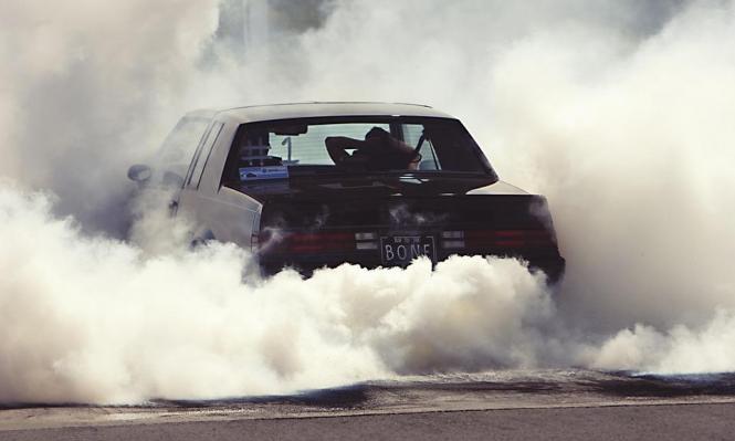 الدنمارك تدعو إلى حظر سيارات البنزين والديزيل