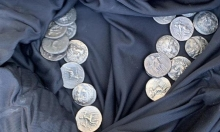الاحتلال يصادر عملات  نادرة من عهد الإسكندر المقدوني