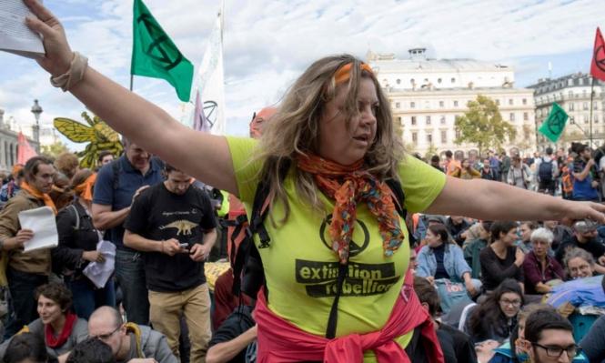 بريطانيا: اعتقال أكثر من 300 محتج على تغير المناخ