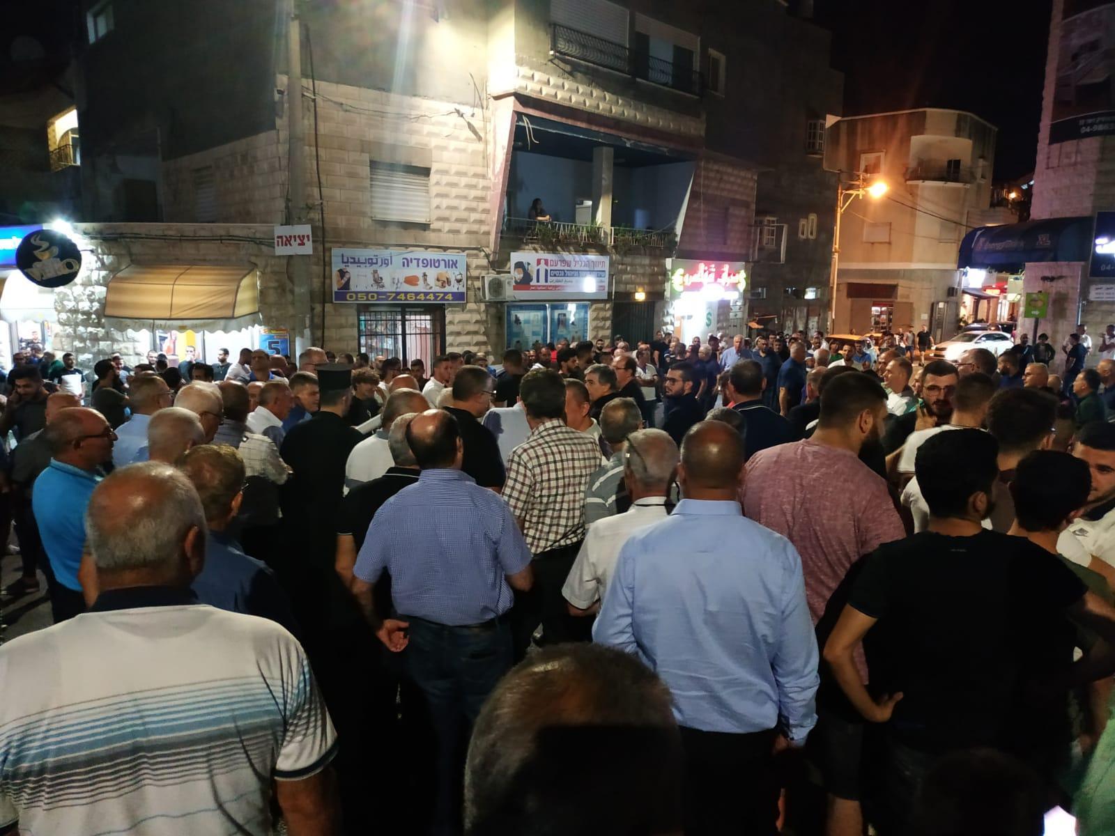 تظاهرة تجوب أحياء شفاعمرو رفضا للجريمة وتواطؤ الشرطة
