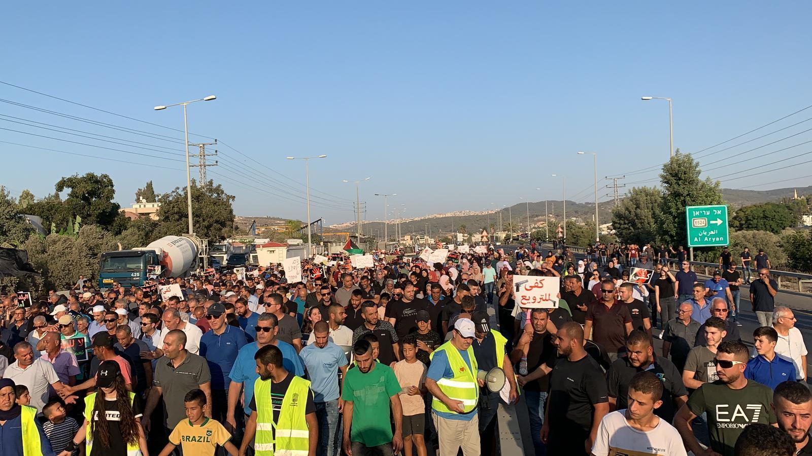 إغلاق شارع وادي عارة احتجاجا على الجريمة وتواطؤ الشرطة