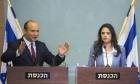 شاكيد ترفض توقيع تعهد بعدم الانضمام لحكومة برئاسة غانتس