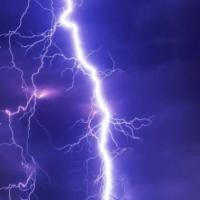 كيف نتجنب مخاطر صواعق البرق؟