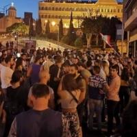"""مظاهرات بعد ضريبة """"واتسآب""""... اللبنانيون يقرّرون #اجا_وقت_نحاسب"""