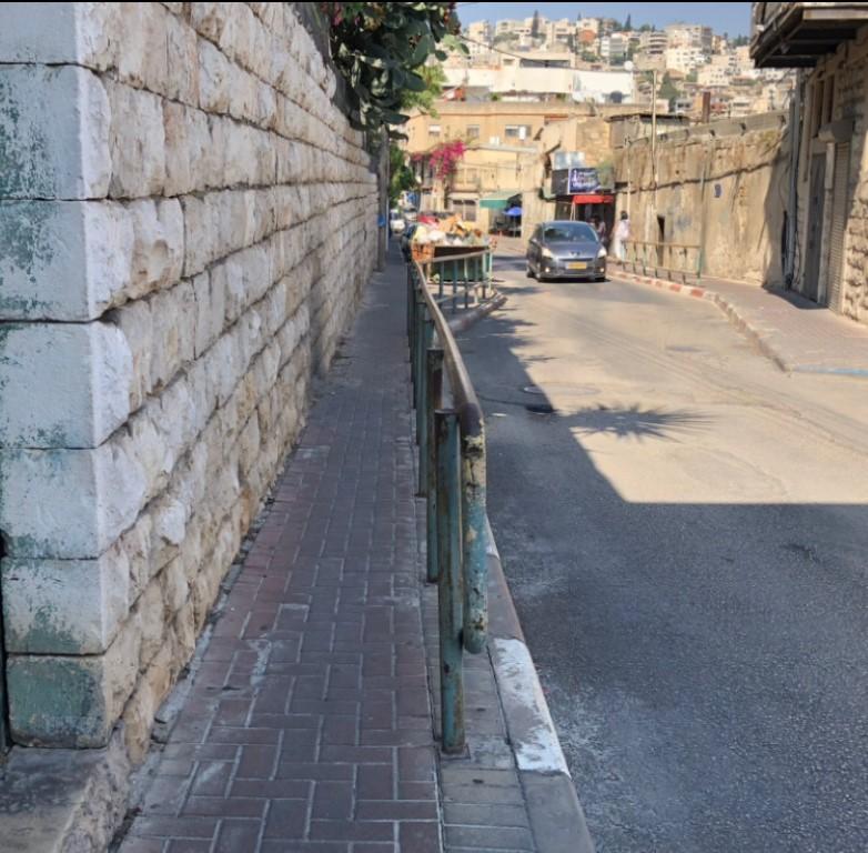 الناصرة: مدينة كبيرة وأرصفة ضيقة