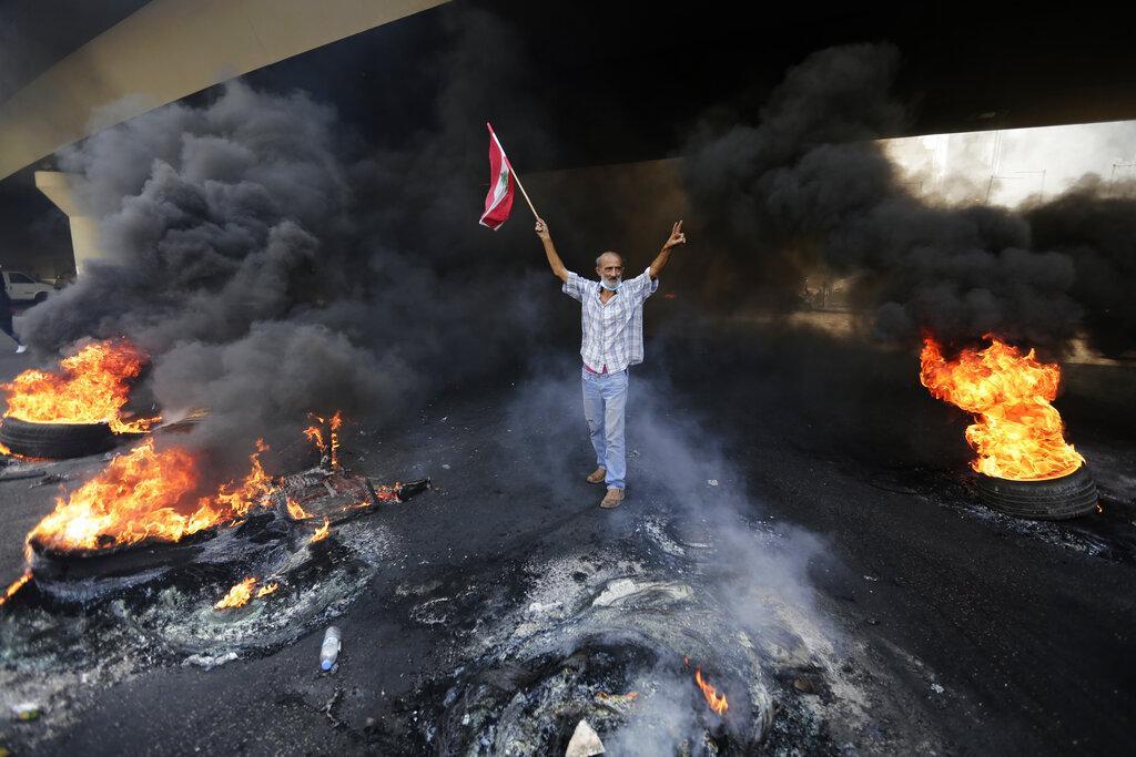 لبنان: مقتل شاب؛ الحريري يمهل شركاءه والأمن يعتدي