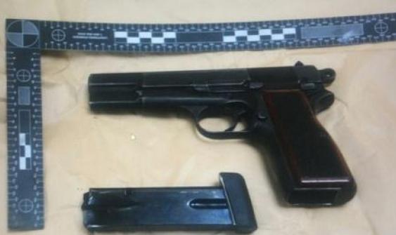 قلنسوة: اتهام شابين بحيازة سلاح