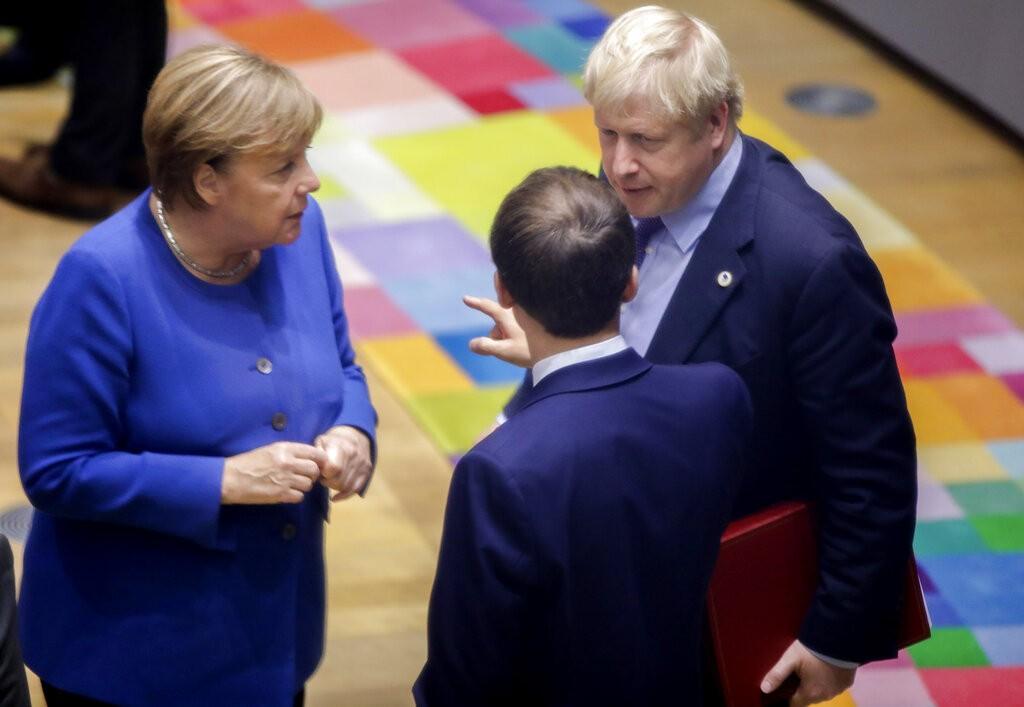 قمة تجمع قادة فرنسا وألمانيا وبريطانيا (في الصورة) بإردوغان (أ ب)