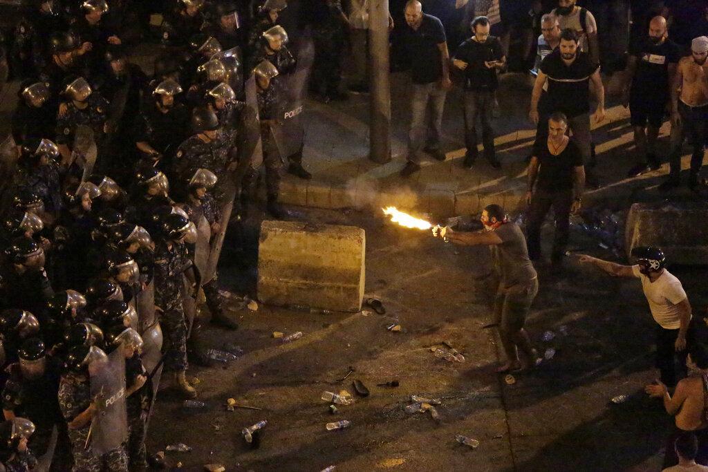لبنان يستعد للتظاهر وتحذيرات من انفجار غضب شعبي