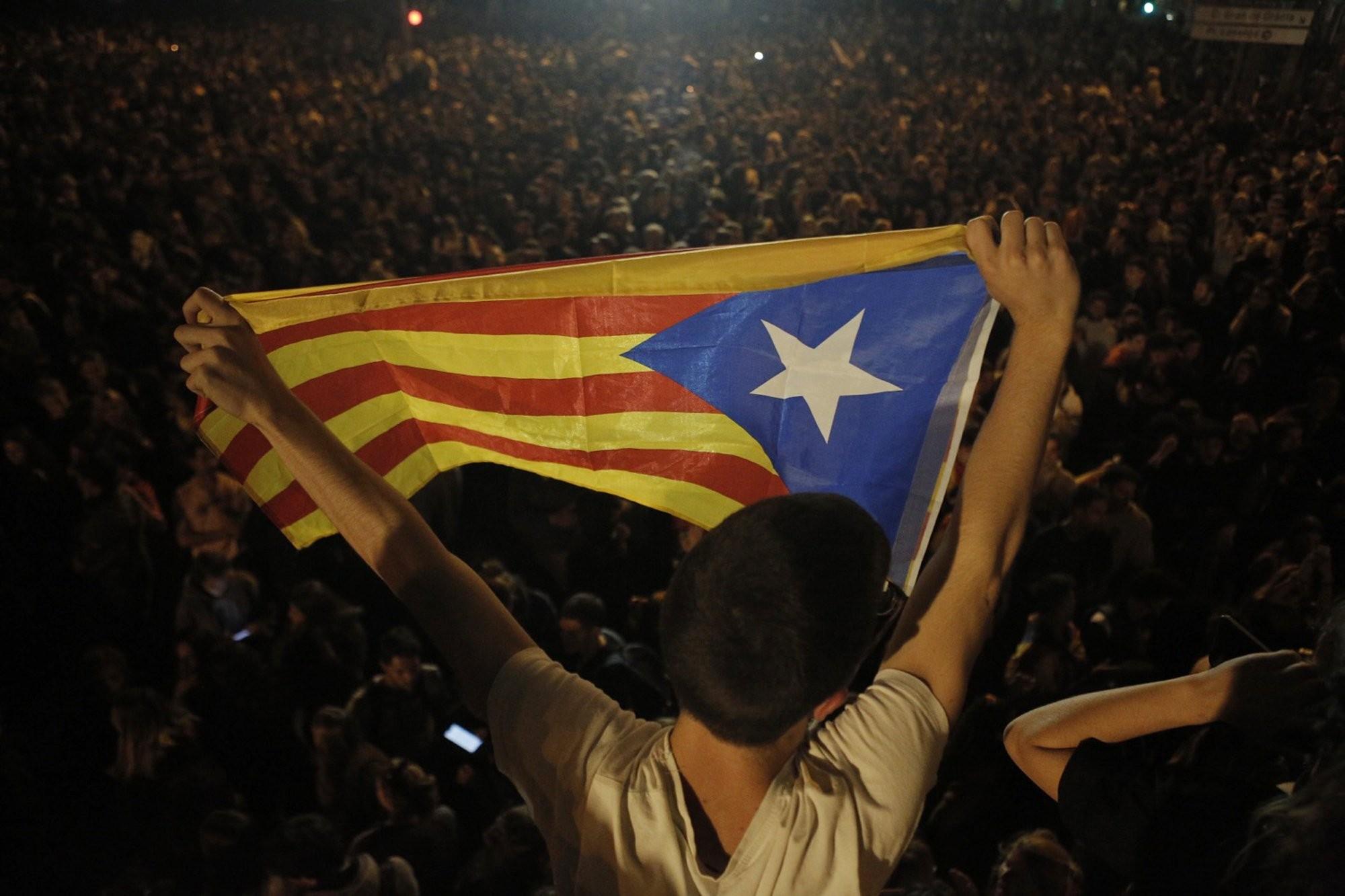 من الاحتجاجات المستمرّة رغم عنف السلطات الإسبانيّة (أ ب)