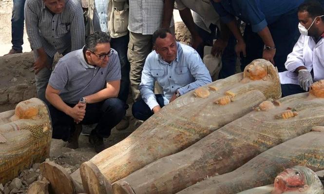 مصر: الكشف عن 30 نعشا أثريا عُثر عليها بالأقصر