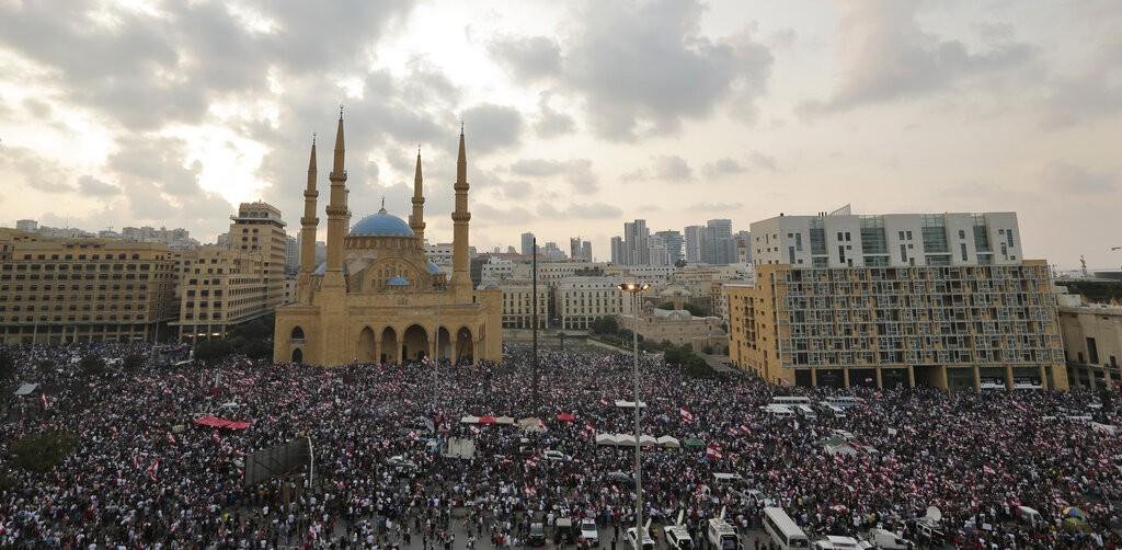 مليونا متظاهر في لبنان أمس (أ ب)