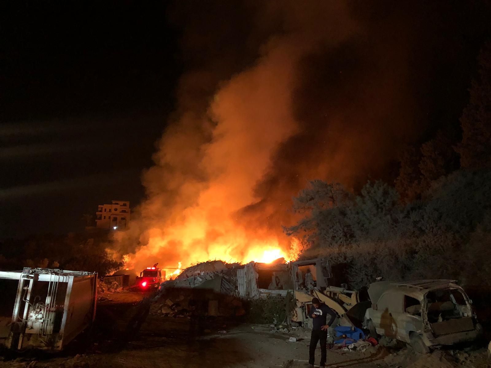 أم الفحم: حريق هائل يتسبب بتلوث خطير