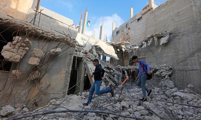 عباس يوصي بإعادة بناء منزل عائلة الأسير أبو حميد
