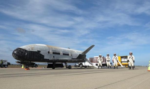 هبوط طائرة أميركية فضائية سرية بعد رحلة عامين