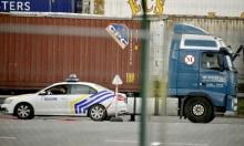 بلجيكا: العثور على 12 مهاجرا عربيًا في شاحنة تبريد