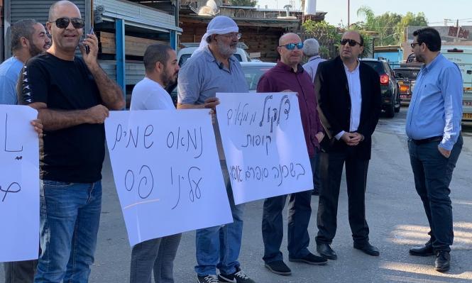 اللد: وقفة احتجاجية ضد استمرار مصنع كيماوي بحي المحطة