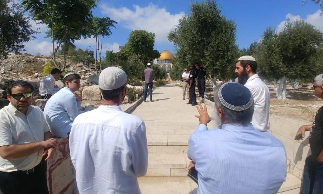 توتر بالأقصى بعد اقتحام المستوطنين لباب الرحمة والصلاة فيه