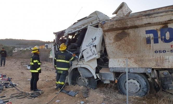 النقب: إصابة سائق شاحنة إثر انقلابها