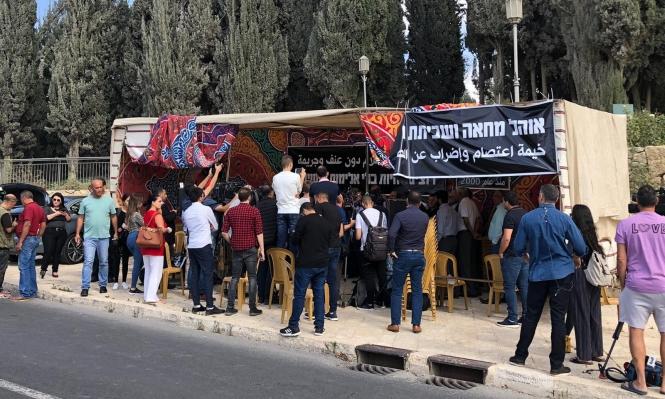 المتابعة: خيمة اعتصام وإضراب عن الطعام احتجاجا على الجريمة