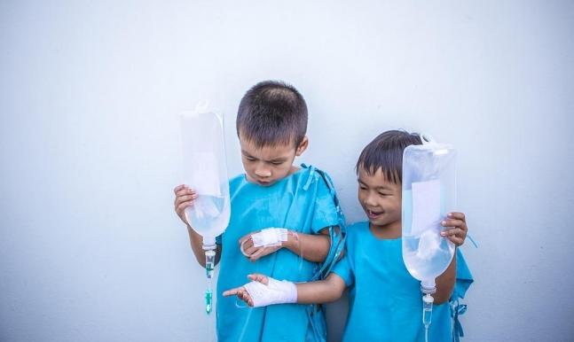 رغم توفر العلاج.. الالتهاب الرئوي يقتل طفلًا كل 39 ثانية