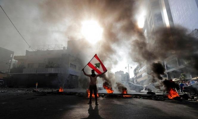 الطرقات في لبنان مقطوعة.. عون يشعل غضب المحتجّين
