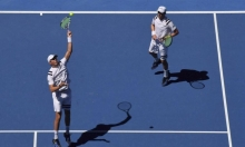 اعتزال بوب ومايك براين لعب كرة المضرب