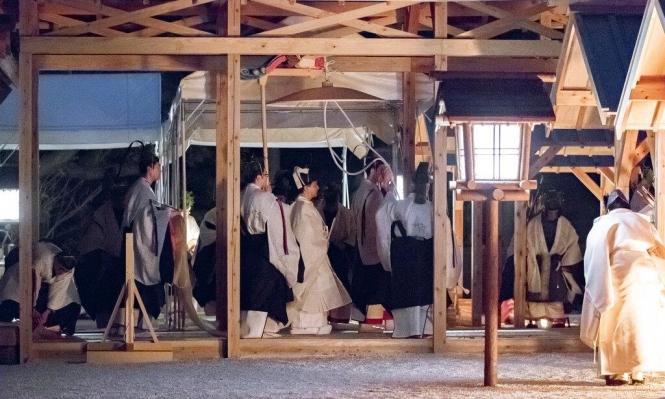 """آخر طقوس إمبراطور اليابان: إقامة """"علاقة"""" مع آلهة الشمس"""