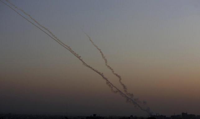 """إطلاق رشقة صاروخية على """"غلاف غزة"""""""
