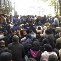 """خامنئي يدعم الحكومة ويصف المحتجين بـ""""قطاع طرق"""""""