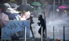 هونغ كونغ: الشرطة تهدد المتظاهرين باستخدام الرصاص الحي