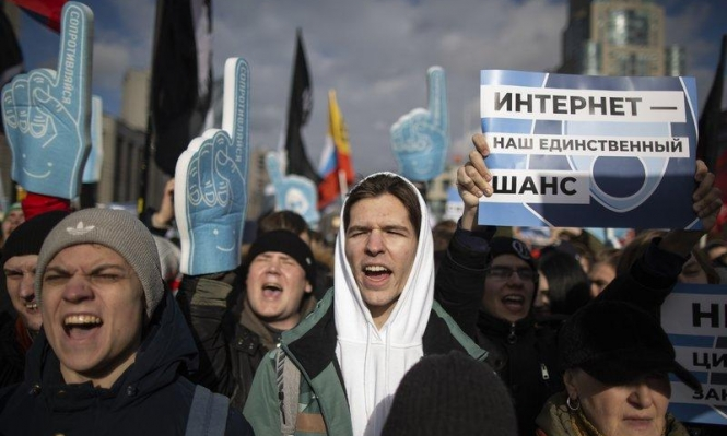 روسيا: احتجاجات على قانون مرتقب يقيد حريّة الصحافة