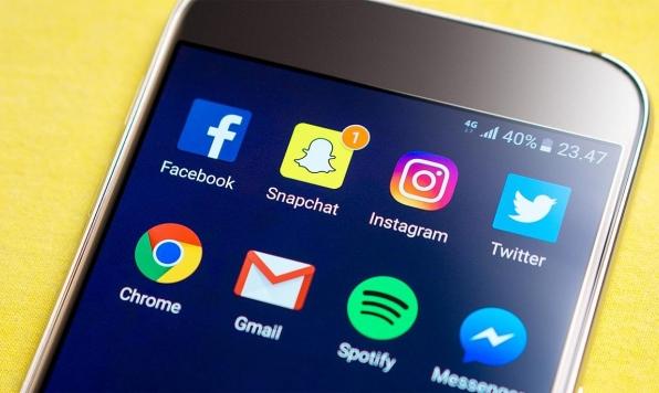 """العفو الدولية: """"فيسبوك"""" و""""جوجل"""" هما """"تهديد ممنهج لحقوق الإنسان"""""""