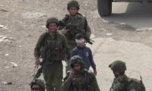 جنود الاحتلال يمارسون الإرهاب النفسيّ والجسديّ بحق طفل فلسطينيّ