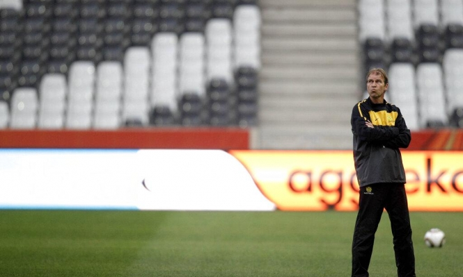 وفاة المدرب الهولندي بيم فيربيك بعد صراع مع مرض السرطان
