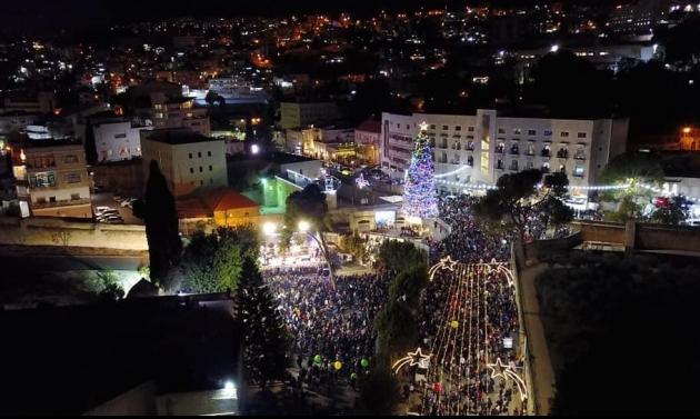الناصرة: إضاءة شجرة الميلاد في مركز القديس أنطون الأحد