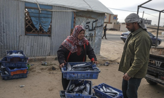 غزّة: أم جميل.. بائعة السمك والمرأة القوية