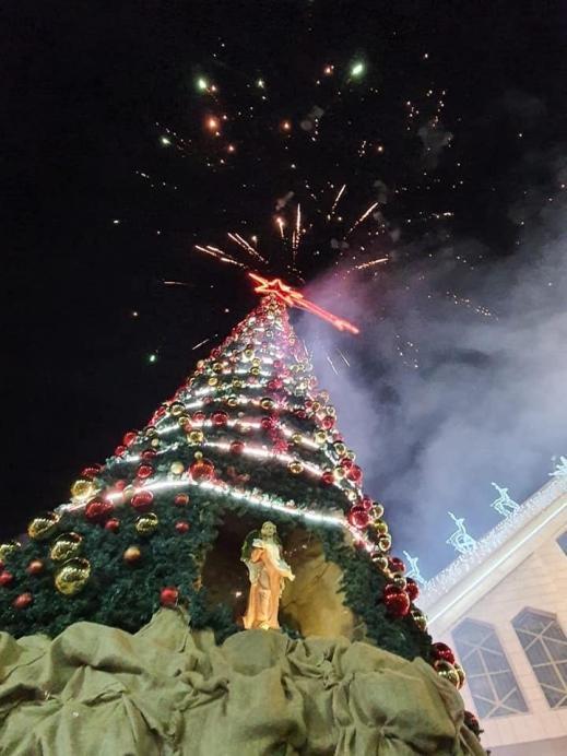 يافة الناصرة: إضاءة شجرة الميلاد في كنيسة اللاتين